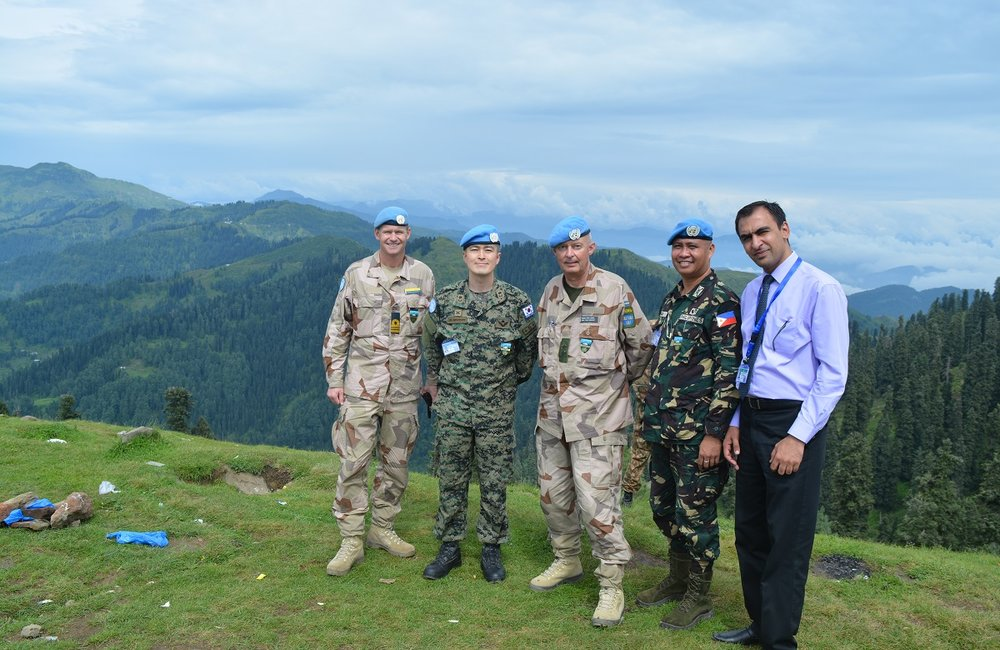 Chief Military Observer Major General Per Lodin with the team of UN Field Station Rawalakot at Tauli Pir. (30 July, 2016, Tauli Pir, Kashmir)